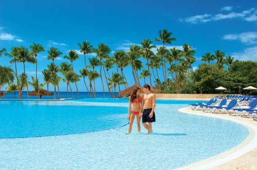 Dreams LaRomana Infinity Pool that overlooks the Beach and Ocean